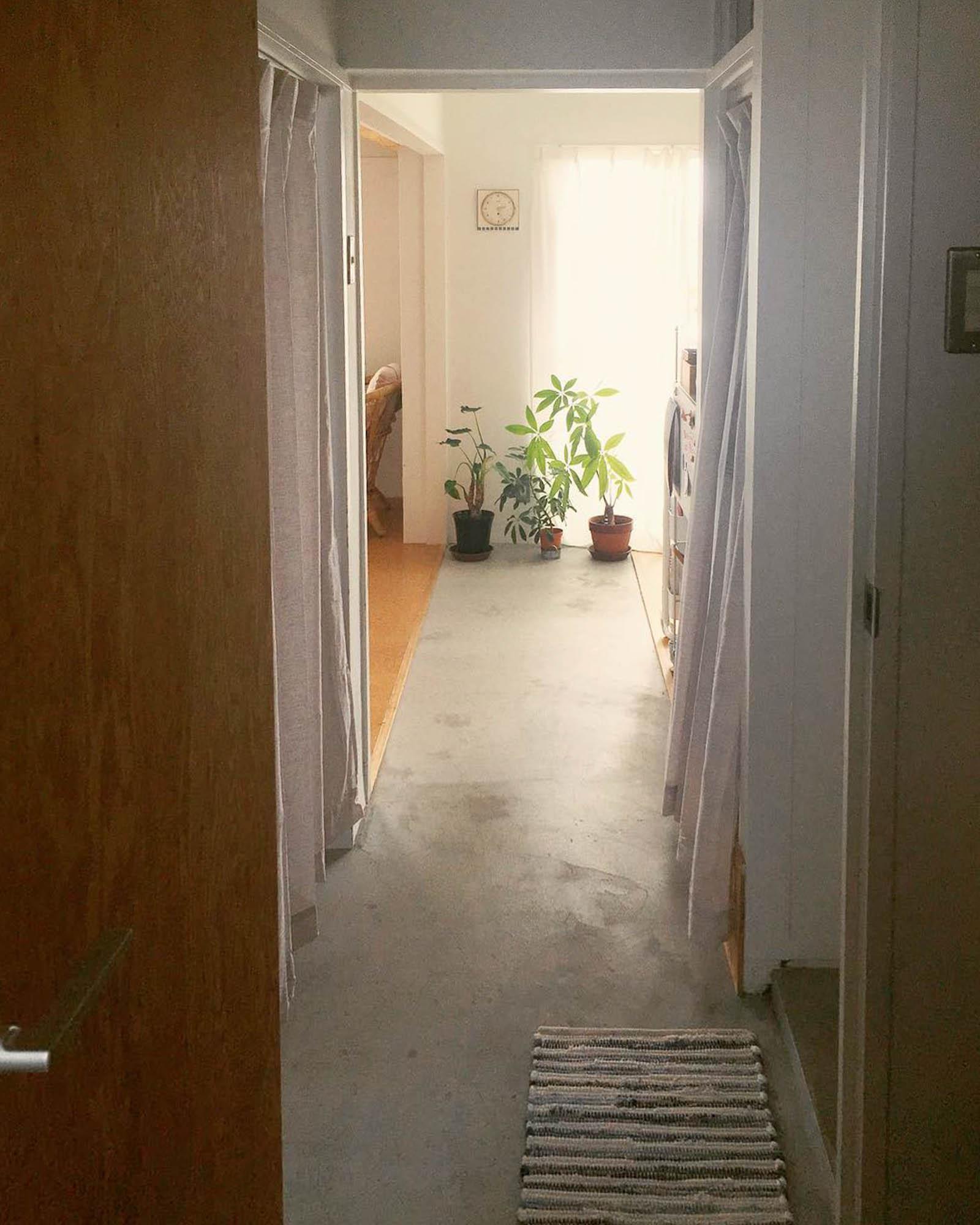 玄関を開けると、そのまままっすぐベランダまで土間が続いている、珍しい間取りです。
