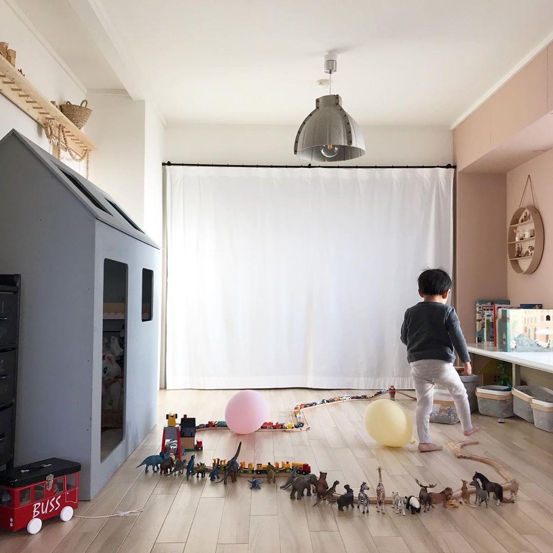 こちらは、リビングのお隣にある子ども部屋。元和室だったとのことで、驚きです!