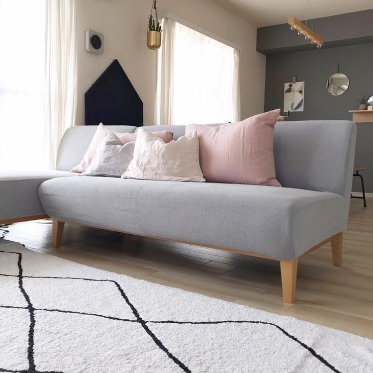 ソファーは、Rignaのマロンカウチソファ。
