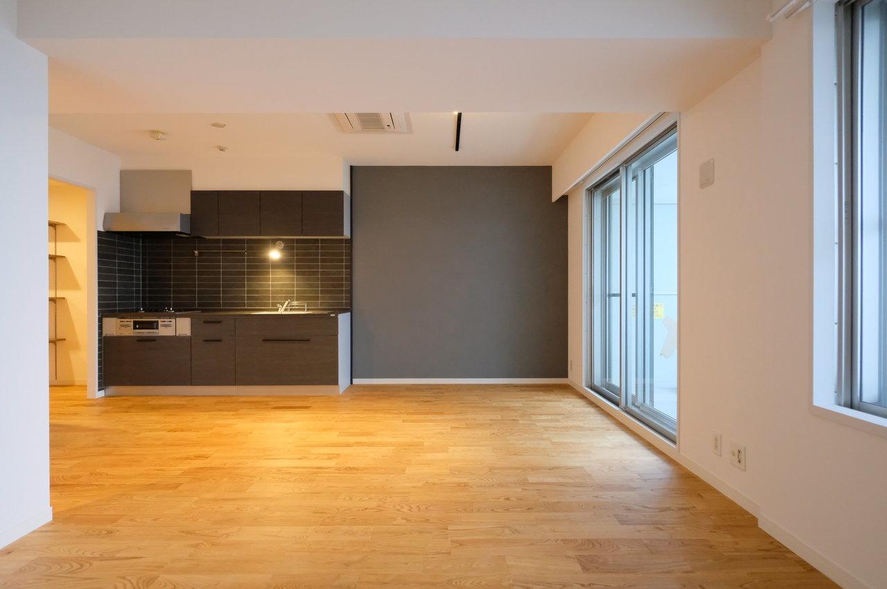 こちらはgoodroomのオリジナルリノベーション「TOMOS」でデザインされたお部屋です。2LDK、17.7畳のリビングもあり広々としています。二人暮らしをする方にぴったりです。
