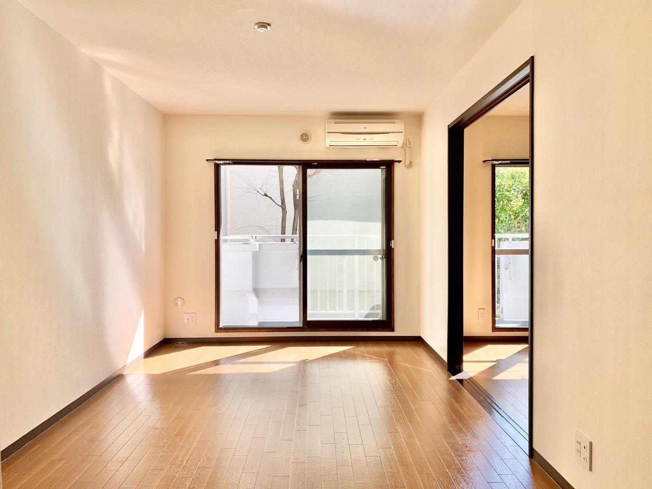 最後は洋室2部屋がどちらも大きな窓がついている、こちらのお部屋。リビングと続く方を書斎にするイメージですね。窓からグリーンが臨めるのも気持ちよさそう!