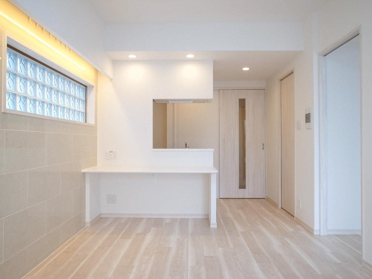 最後は二人暮らしにもぴったりの、1LDKのお部屋。広々とした印象のリビングは11.5畳。そして憧れのカウンターキッチン!