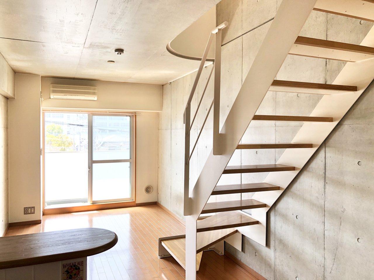 江戸川区の一之江駅から徒歩4分のお部屋です。こちらはメゾネットタイプになっていて、リビングと寝室が共に十分な広さが確保されています。