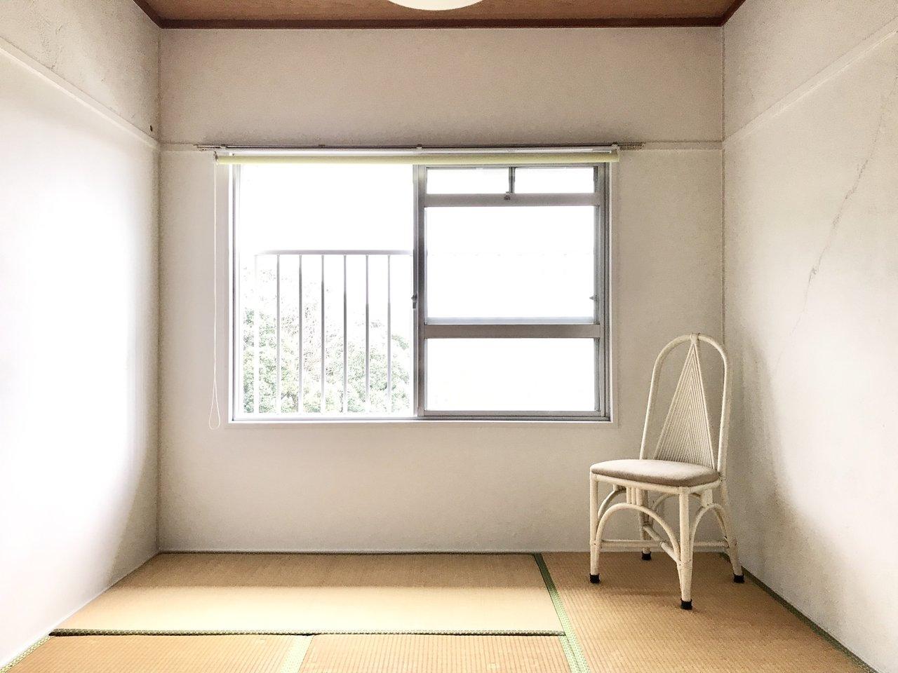 2部屋ある居室のうち、ひとつはあえて畳を残しています。この雰囲気、なんとも落ち着きますね。