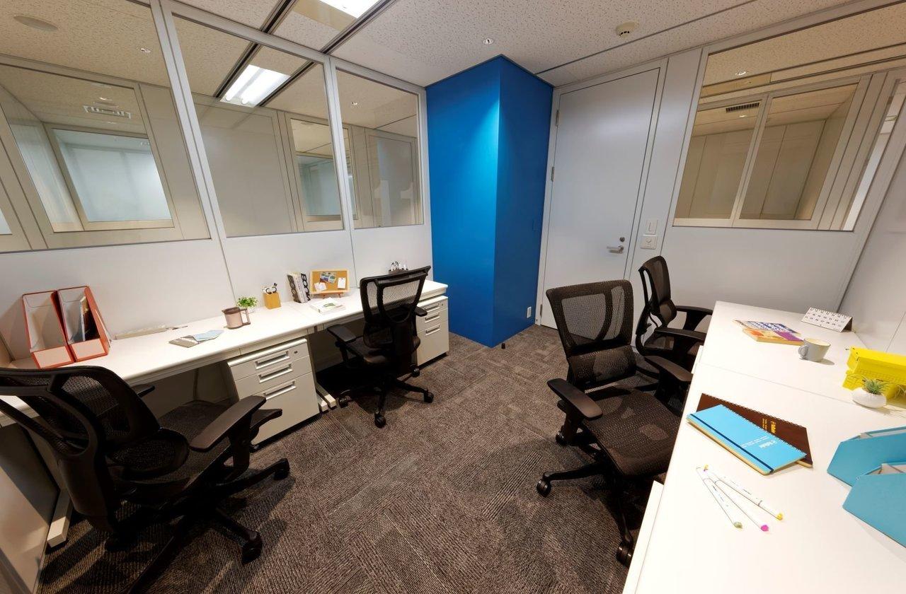 スタッフの人数や出勤の頻度が少ない場合は、この個室をレンタル。いつか事業が大きくなって、個室のレンタルじゃ足りなくなる日を夢見て……。