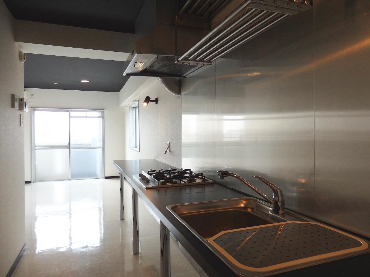 反対側から見るとこんな感じ。インテリア次第で、キッチンもお部屋もかなりかっこよくできそうです。