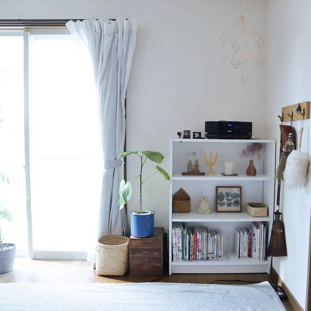 リビングの隅にある棚には、北欧を感じさせる小物を大切に飾られています。大きな家具ではなく、小さなもので少しずつ、好きなテイストを表現されてるんですね。