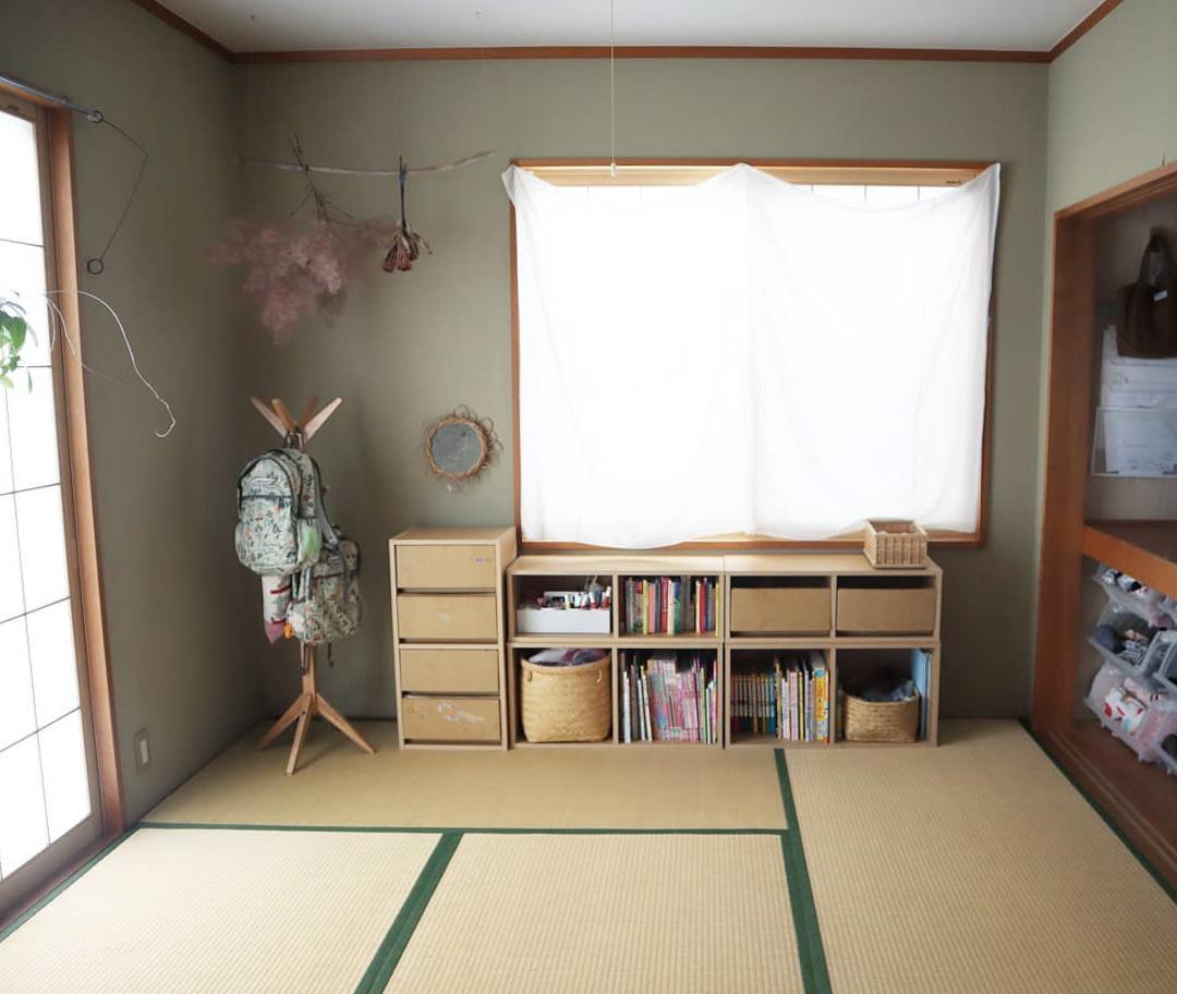 こちらは、子どもたちの遊び場としても使われているLDK隣の6畳の和室。