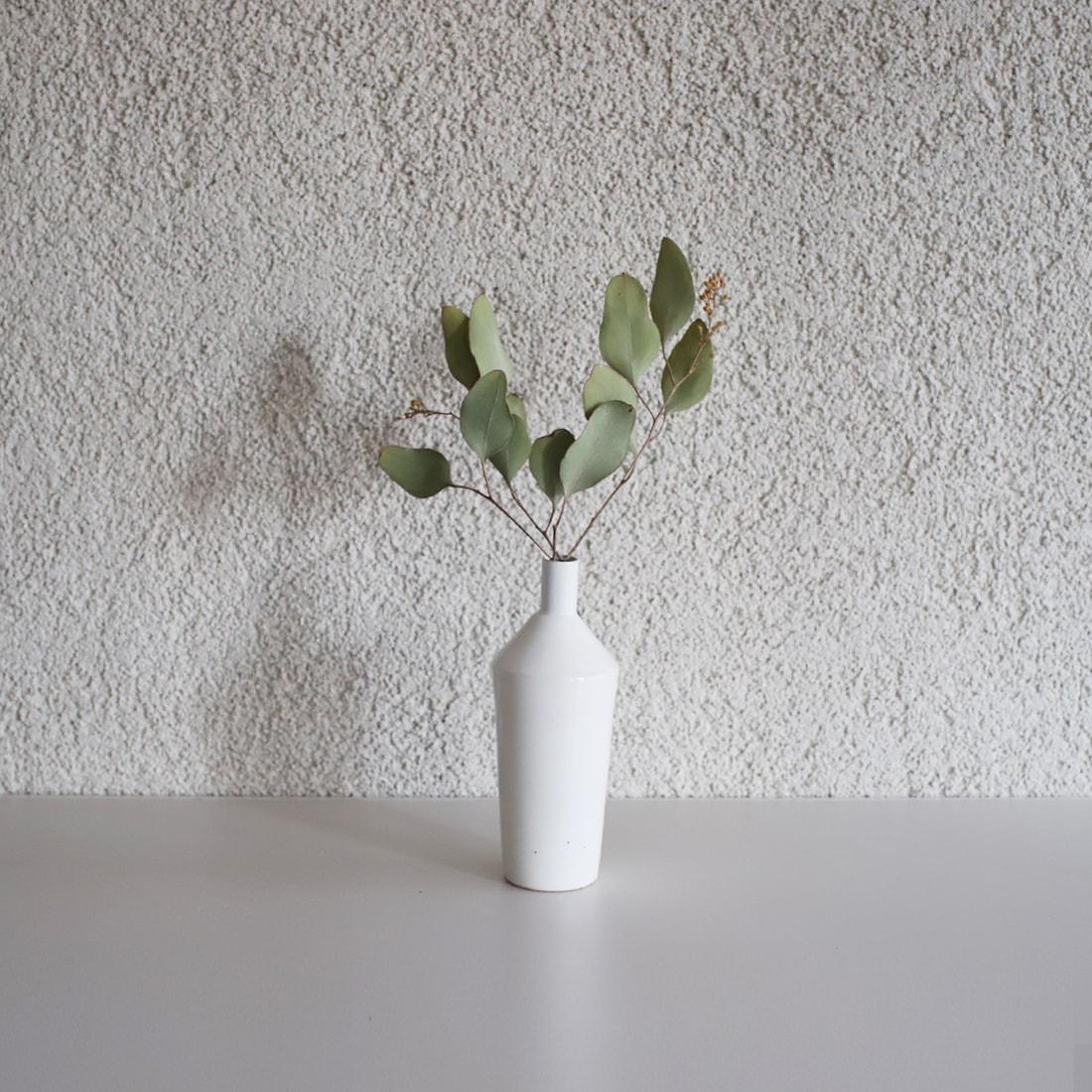 自らお花屋さんでいくつかのお花を見繕っても、慣れないうちはなんだかバランスが悪くなってしまったり、色合いが良くなかったりすることもあります。