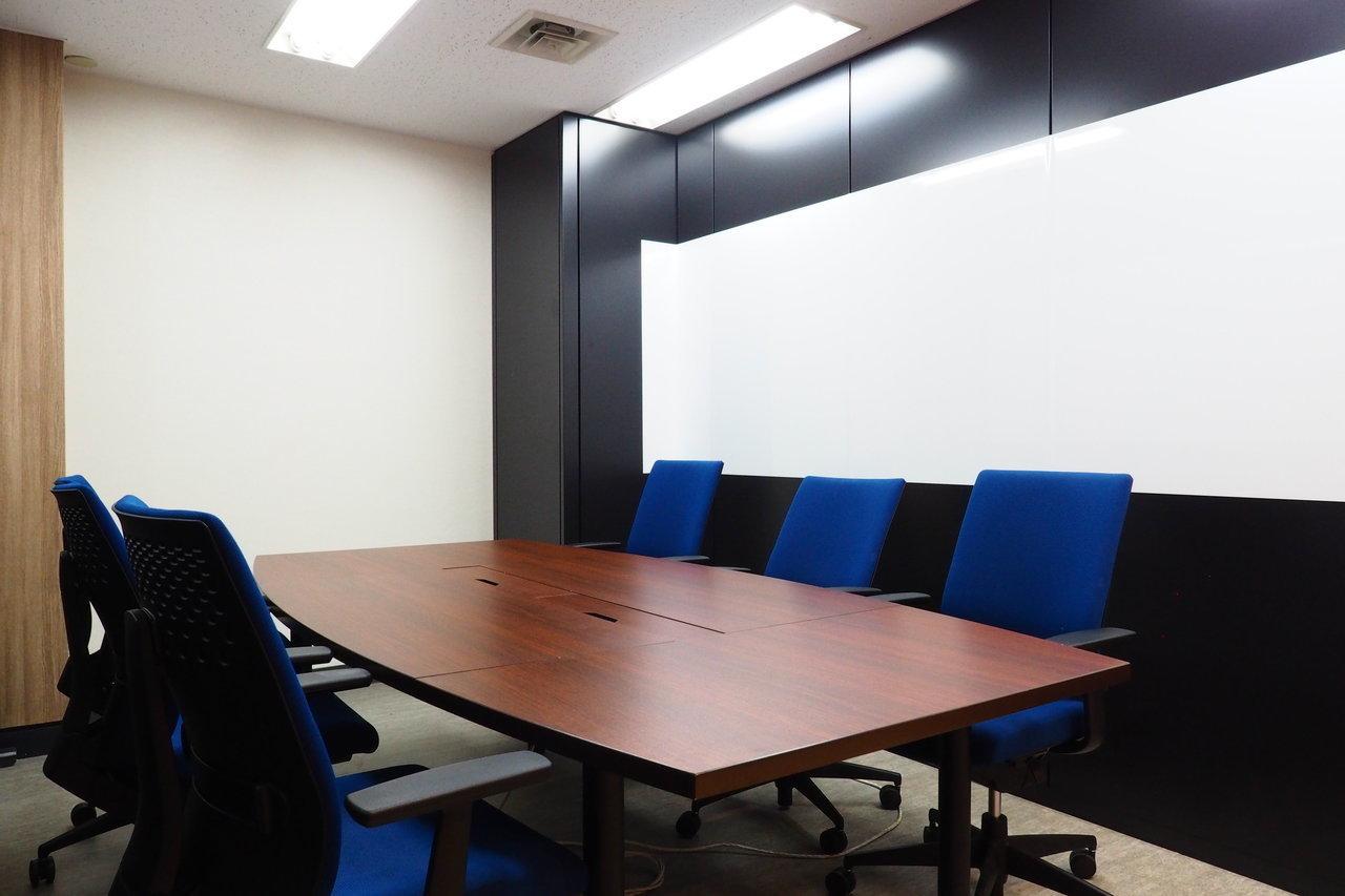 もちろん、会議室もあるので打ち合わせや来客対応にも使えます。抜群の立地の良さを活かして、事業を広げる足掛かりに。