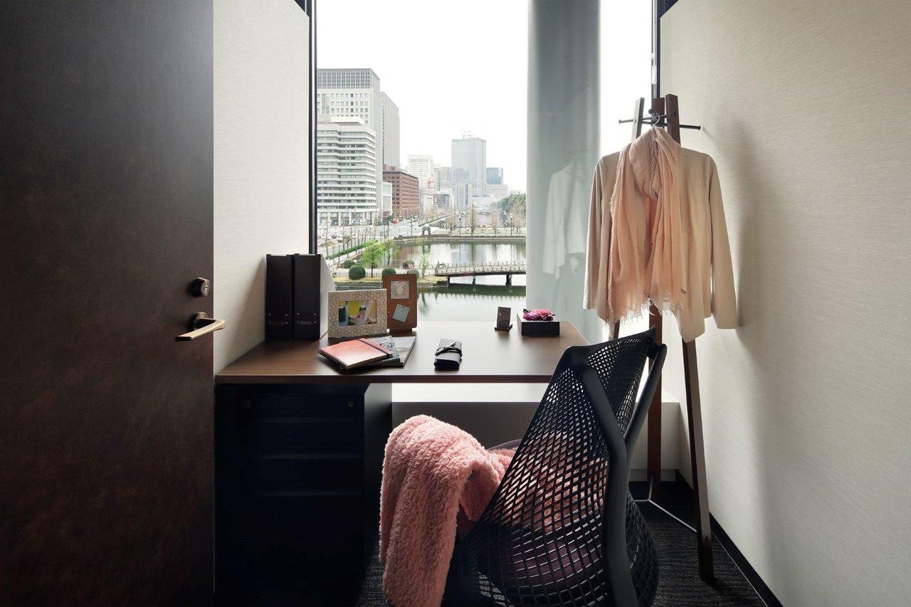 一人用の個室も、向き合うのが壁じゃなくて外の風景だと気分が晴れやか。