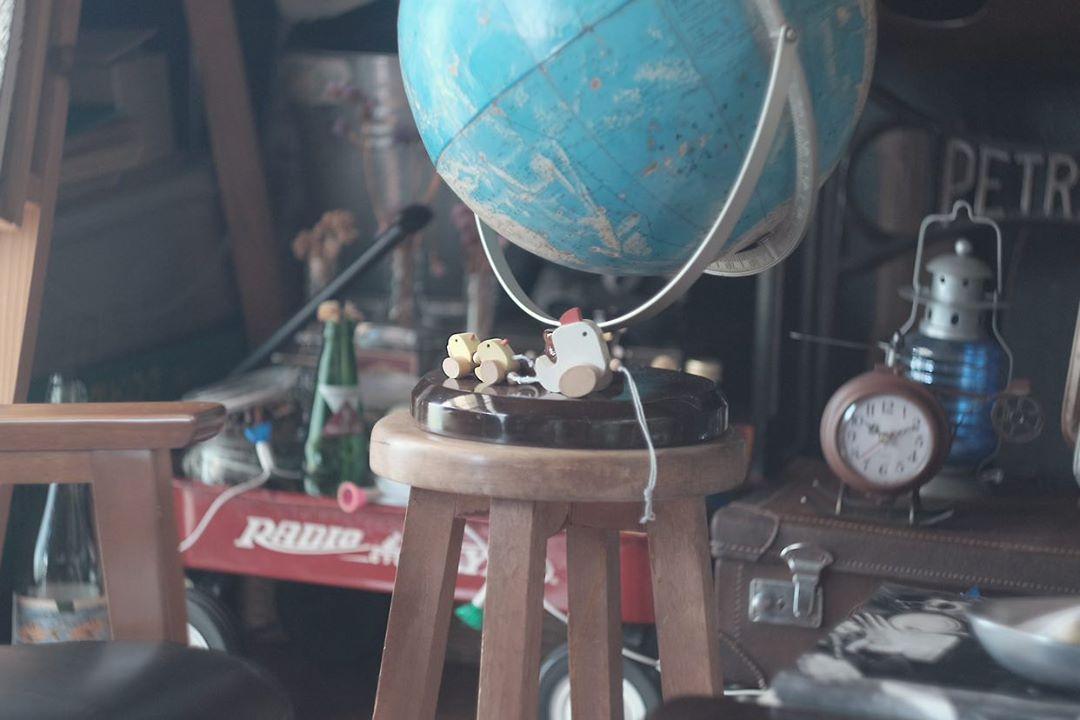 「あまり綺麗すぎないものがいい」とずっと探していた地球儀も、イメージに近いものを手に入れました。