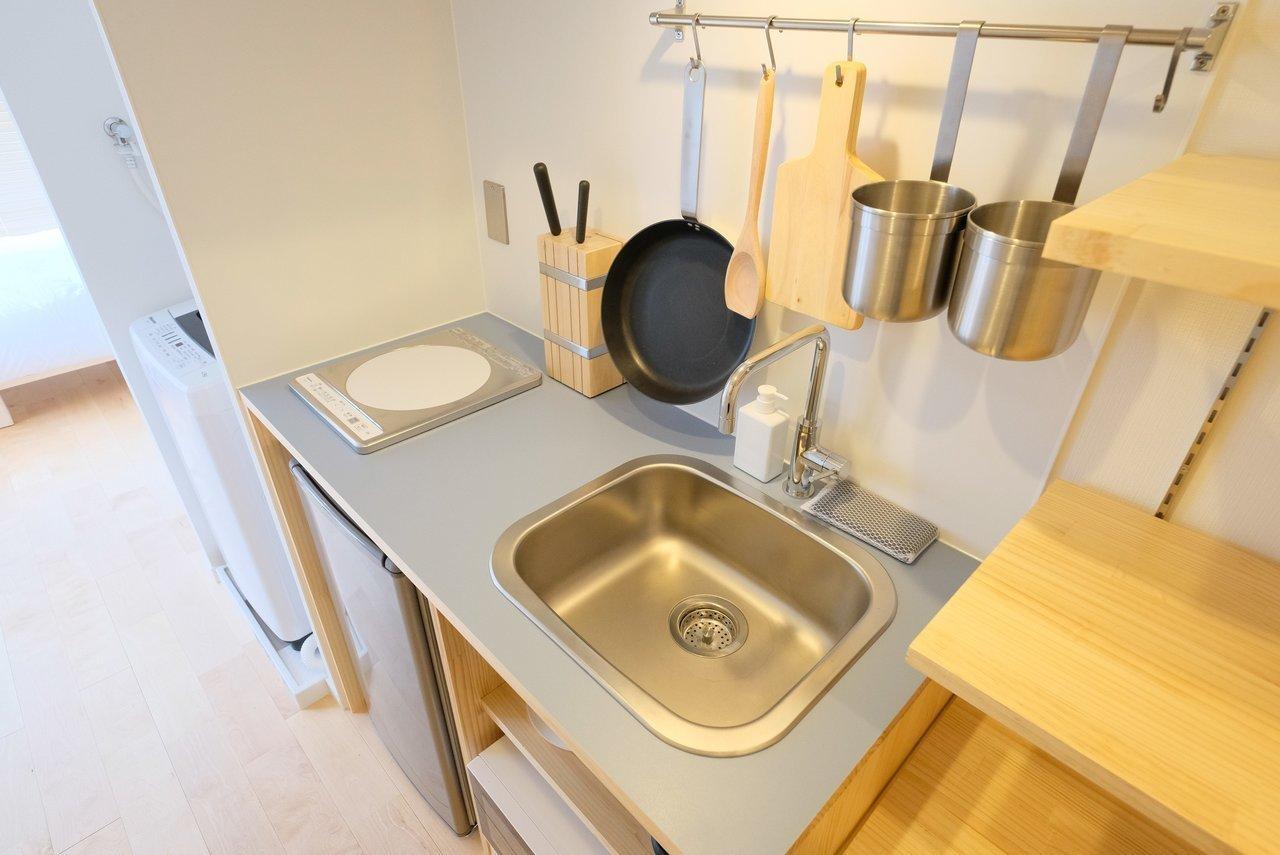 キッチンで必要な調理道具や、冷蔵庫・洗濯機などの家電も備えつけられているので、スーツケースひとつでお引越しが可能です。