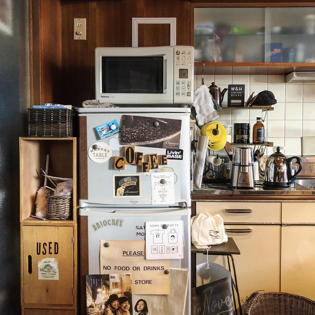 キッチンも、ヴィンテージマンションらしく、年季の入った雰囲気ですが、それもまた味としてうまく使いこなしていらっしゃいます。