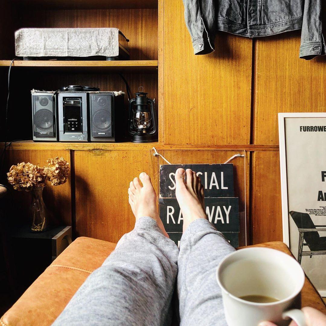 ソファにオットマンを合わせるのっって、憧れますね。かなり居心地が良さそうです。