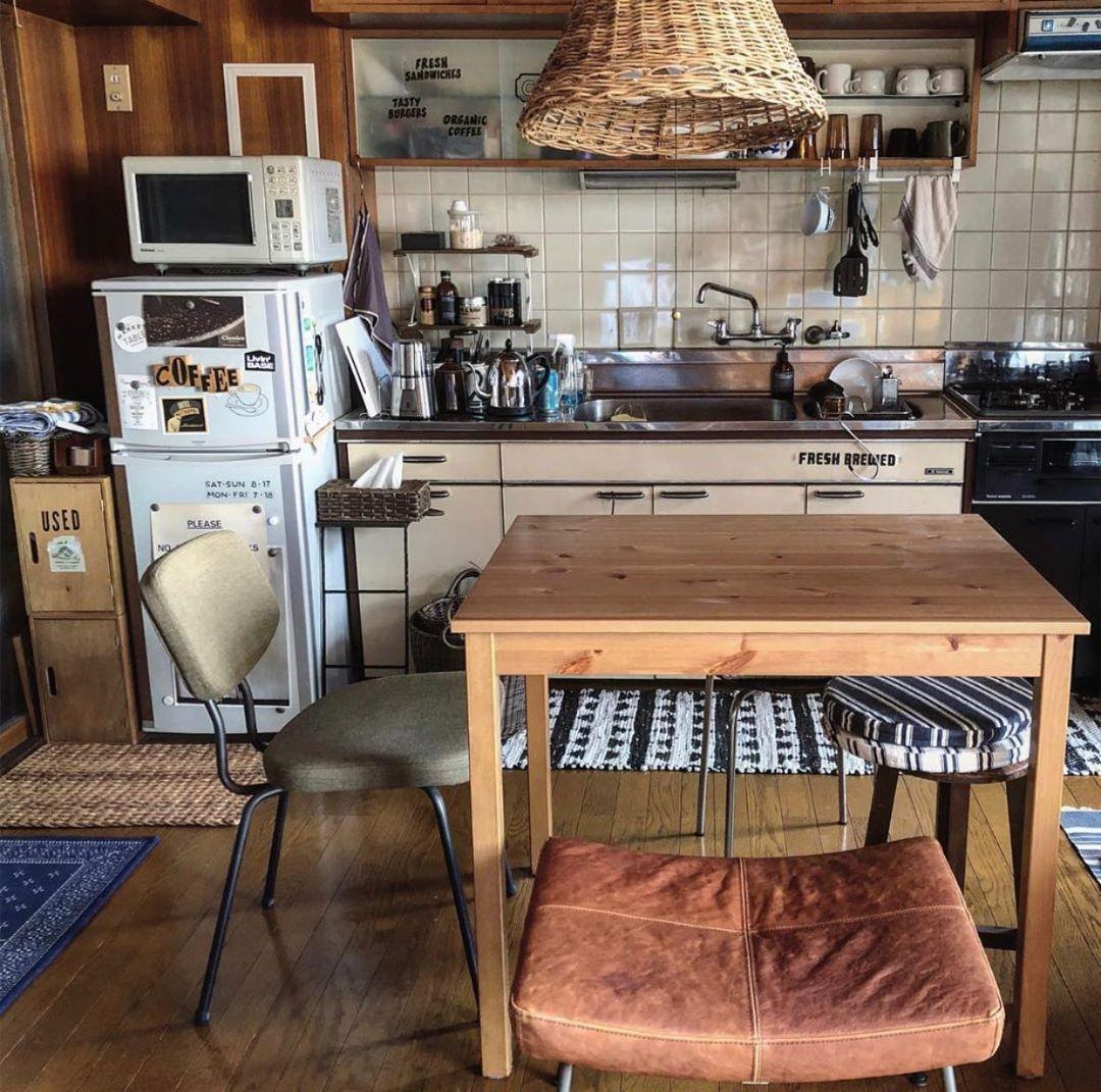 ダイニングテーブルとして使われているときのお写真はこちら。