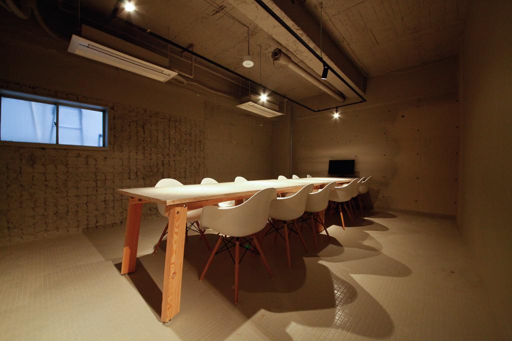 レンタルオフィスでも、きちんとした会議室を。飲食可能なので、ランチミーティングにもおすすめです。