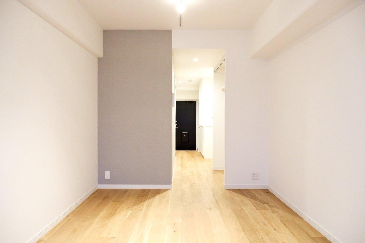 このお部屋のある建物を、まるまる1棟がTOMOSで仕上げられていますので、部屋タイプも様々。たとえばこんな風に縦に長く、使い勝手の良い7.5畳のワンルームタイプのお部屋。