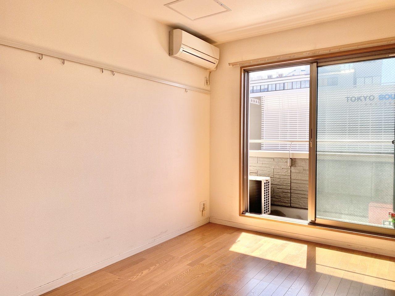 ご紹介するのは、5.9畳の1Kタイプのお部屋。ちょっとコンパクトなお部屋かな?と思うでしょうが……。