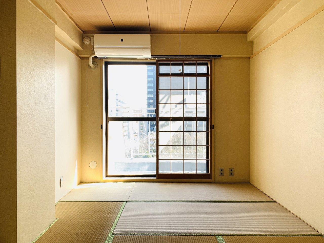 もう一部屋は和室になっていました。うまくアレンジして雰囲気ある寝室を作ってみるのも面白そう。