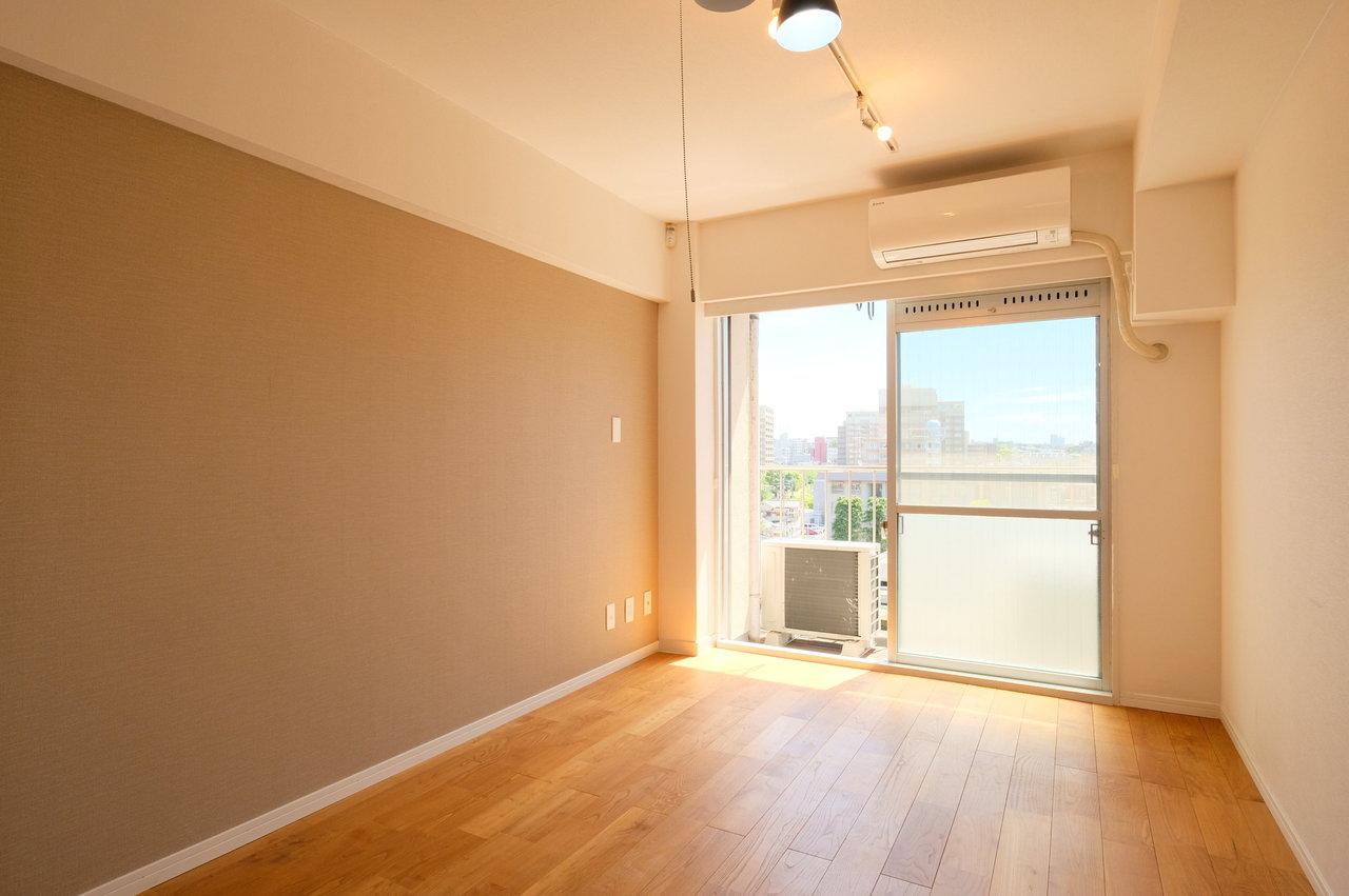 淡い色合いの壁紙もTOMOSの特徴。穏やかで明るい二人暮らしを楽しんでくださいね。