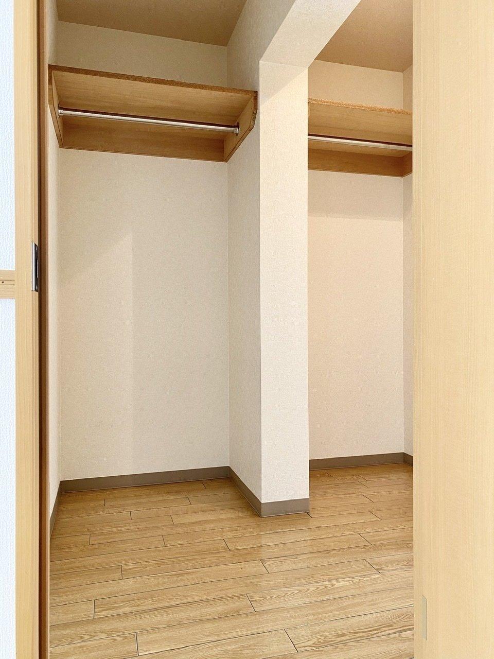 もう一つお部屋があるかのような広さのある、ウォークインクローゼット。二人暮らしも十分できそうな大きさです。