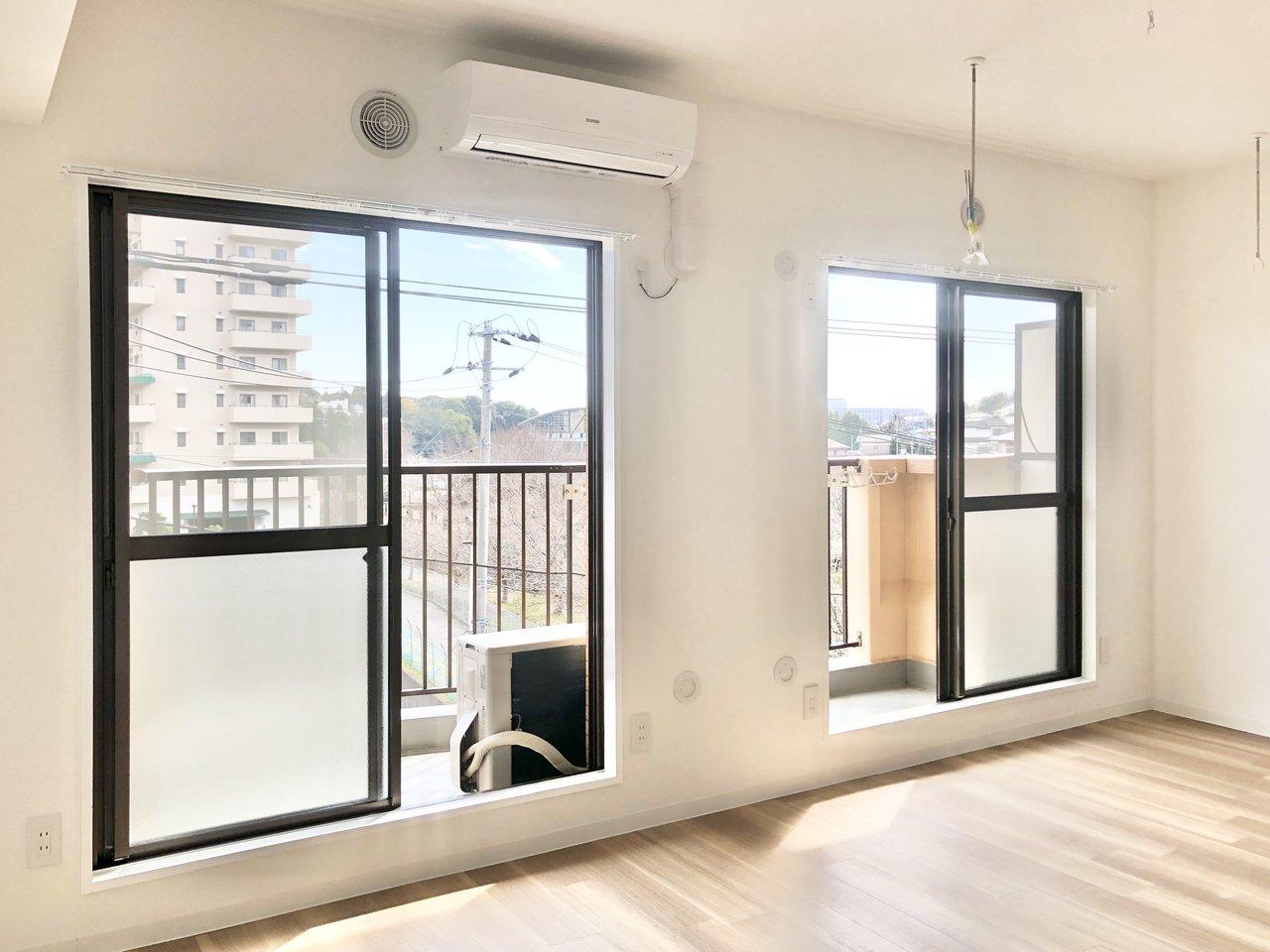 お部屋は、横長タイプのリビングダイニング。窓も2面あり、明るさがあって心地よいですね。