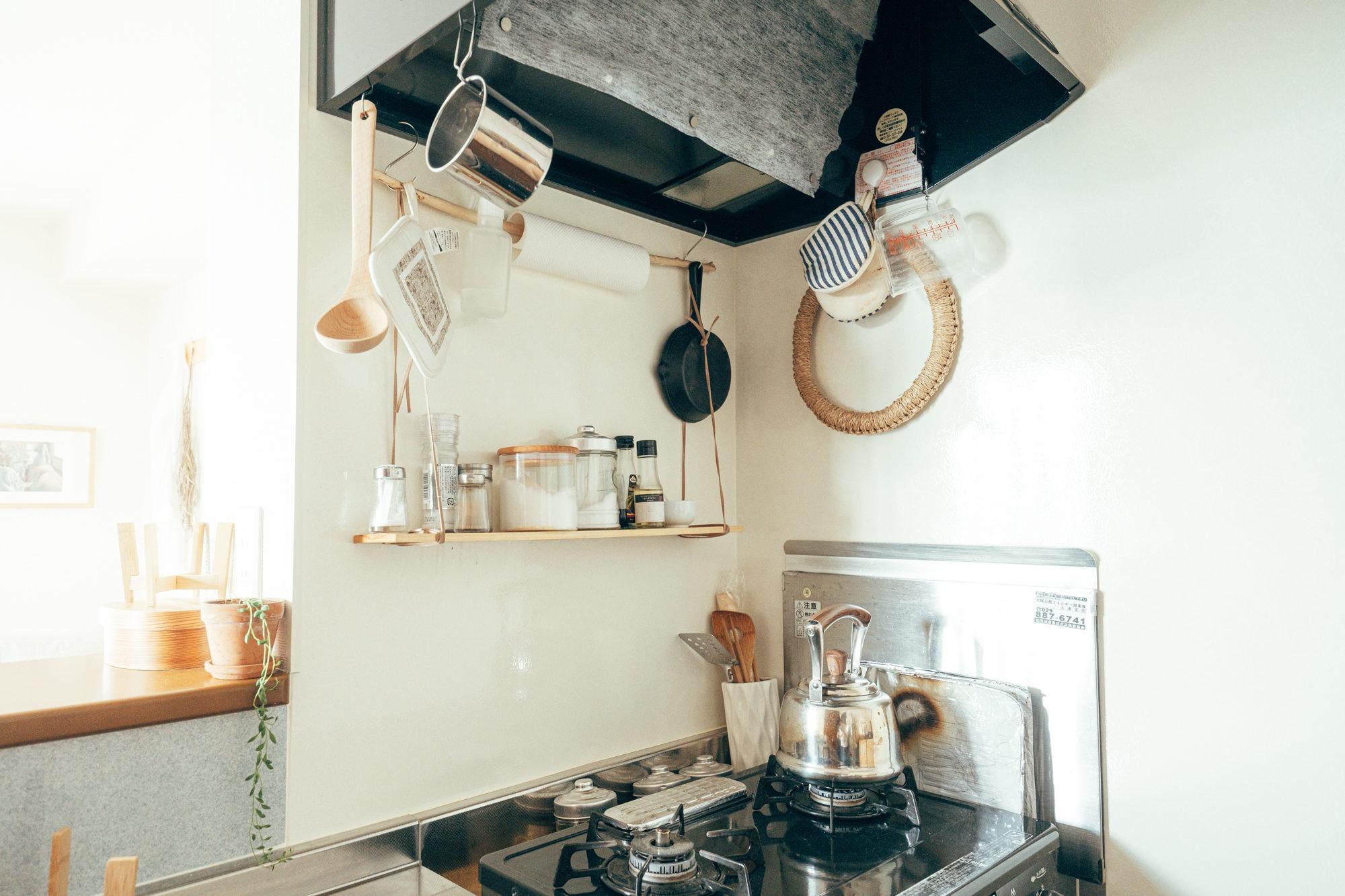 またキッチンの調味料棚としても活用されています。