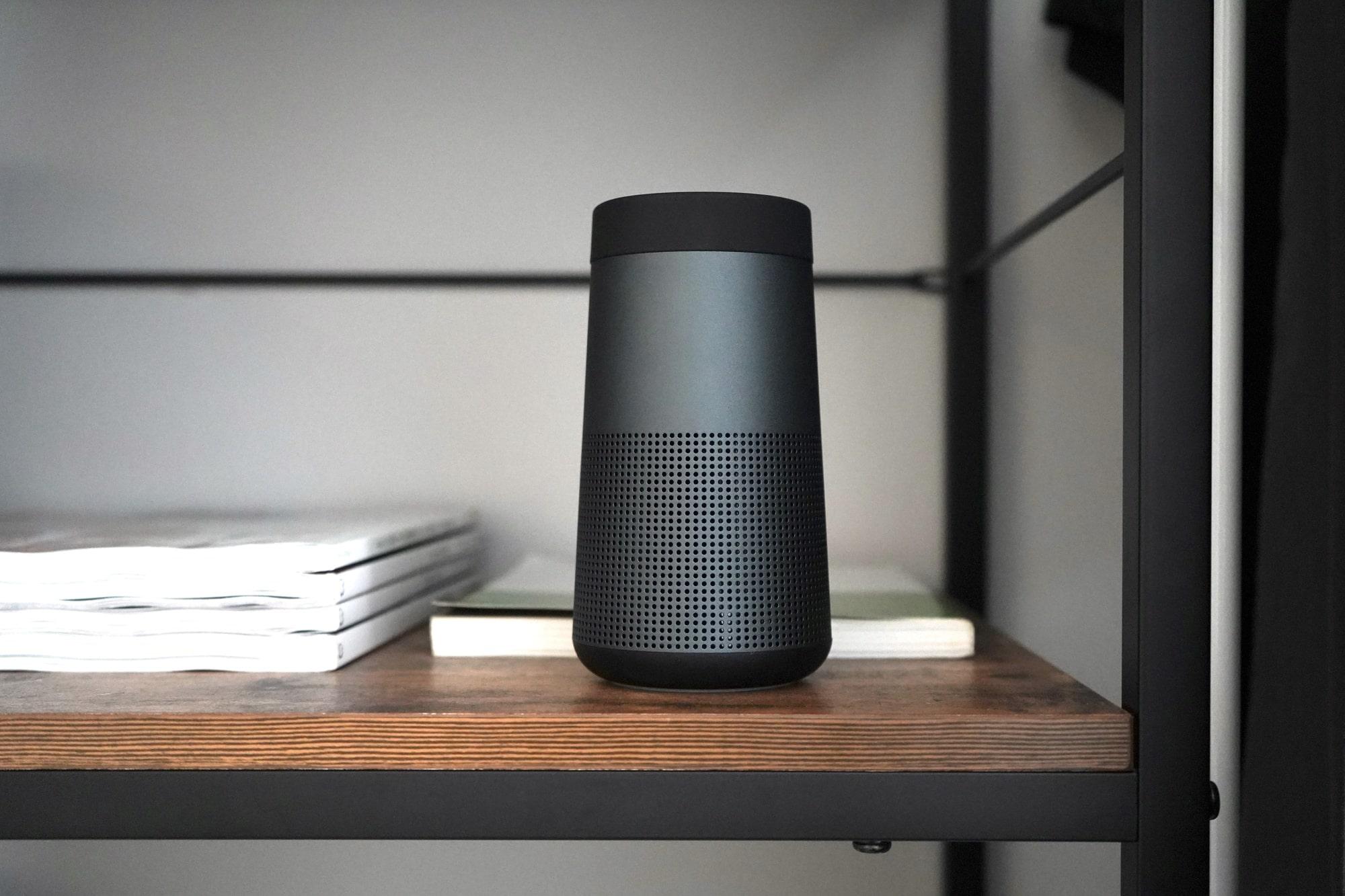 アウトドアでも使える!小型なのに臨場感あるサウンドの「BOSE SoundLink Revolve Bluetooth Speaker」がおすすめです