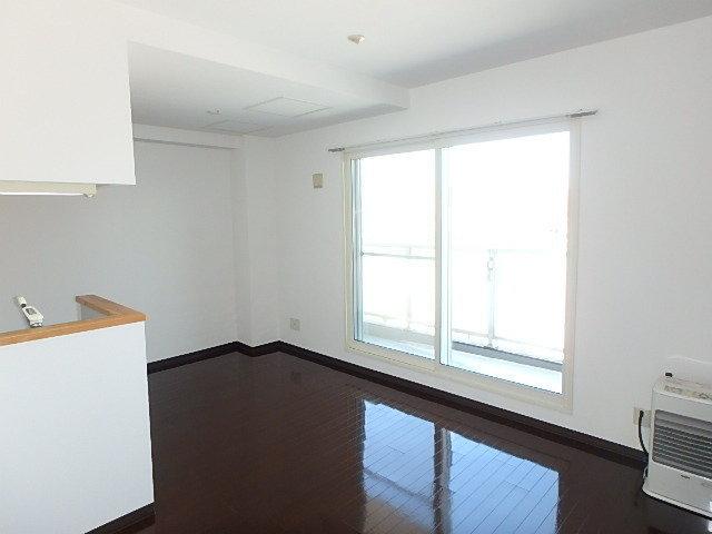 最後は2LDKのマンション。部屋数が多いので、二人暮らしの方にぴったりかも。リビングは10.3畳の広さがあります。