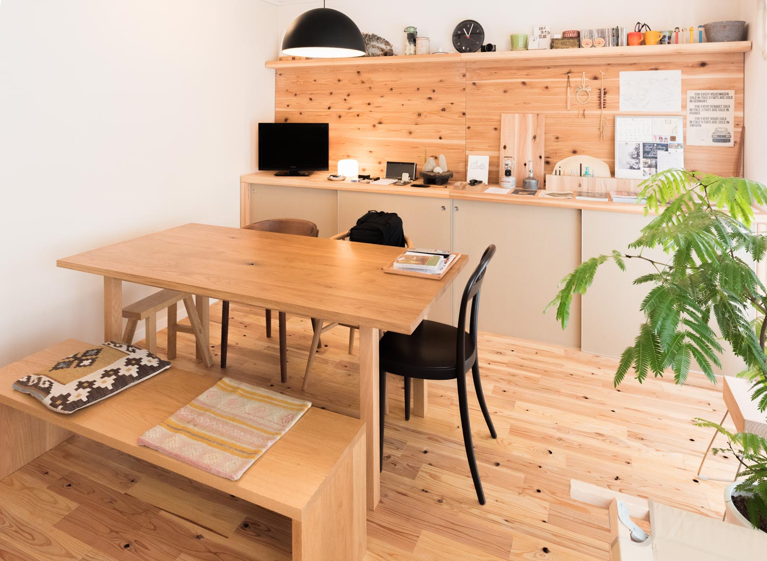 椅子が統一されていないので部屋に個性を出すことができるのも真似したいポイントでした。
