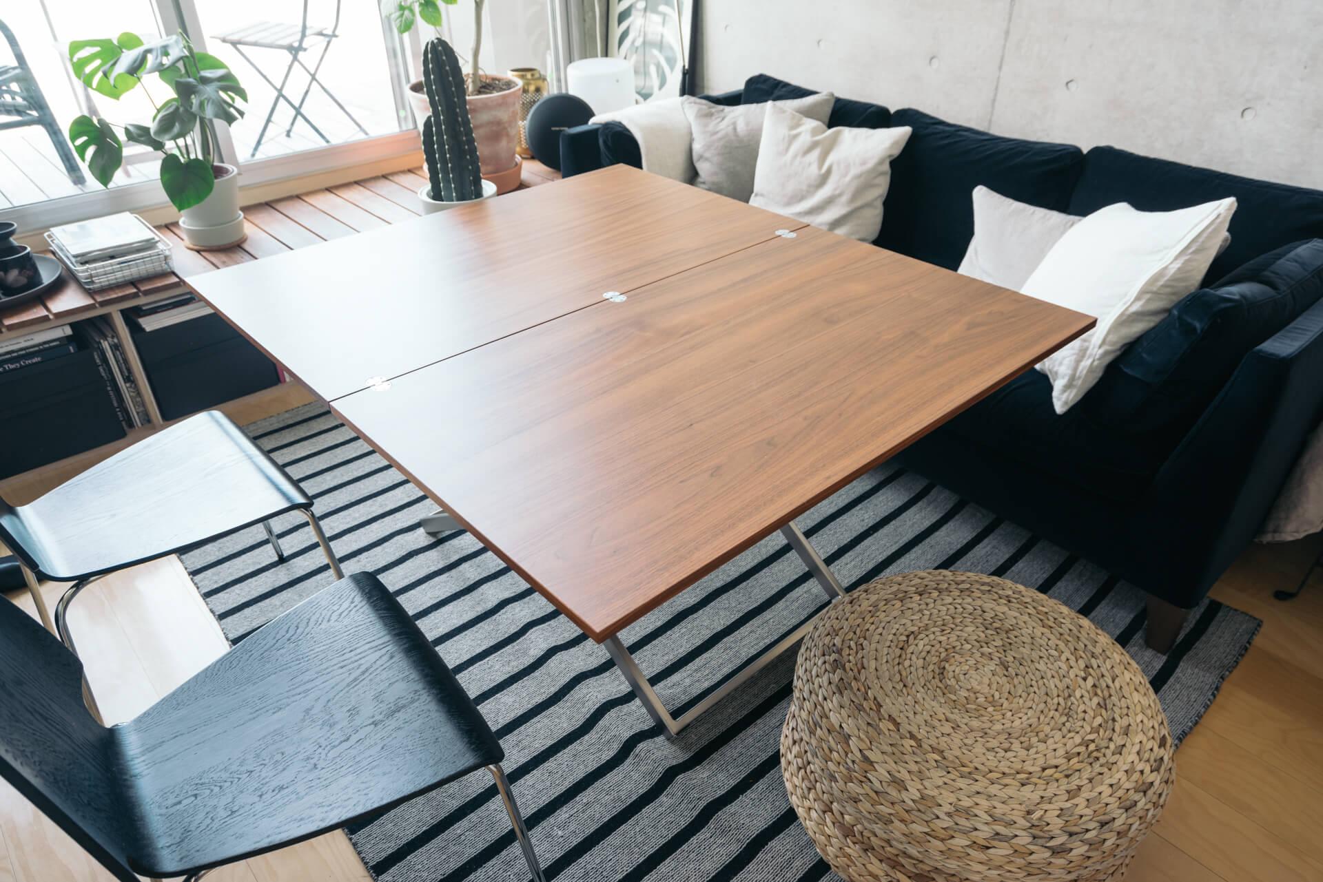 テーブルの高さを変えてローテーブルとしても使える上、天板を広げれば2倍の大きさに!お友達を呼んでよくパーティーをするという方にとっても、このテーブルがあれば大人数集まっても大丈夫。