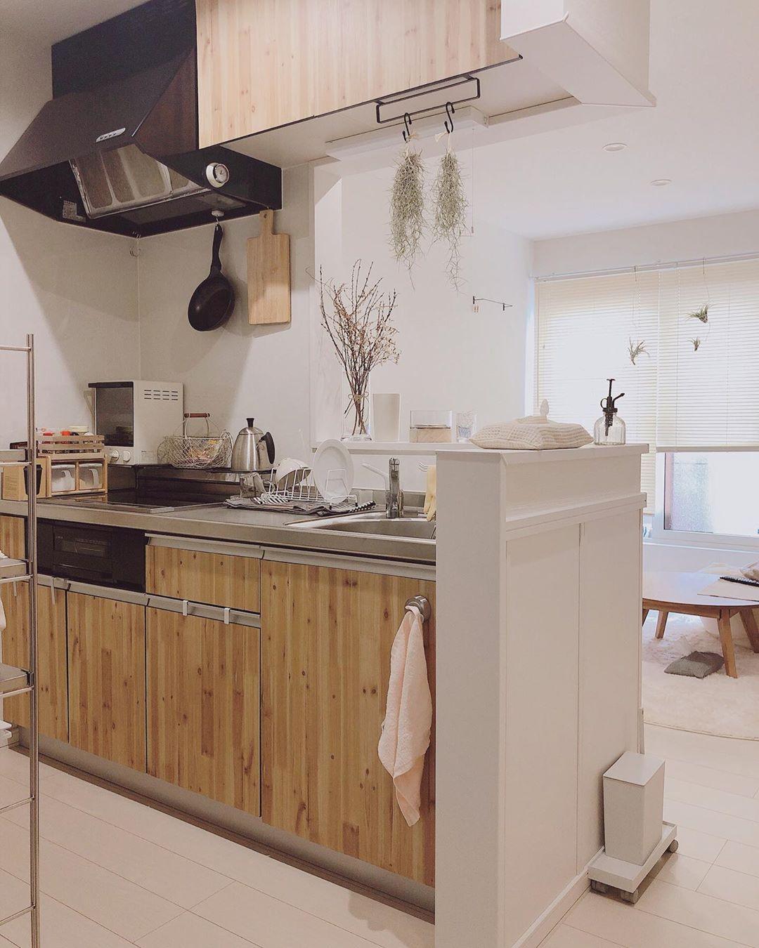 こちらはリビングのお隣にあるキッチン。