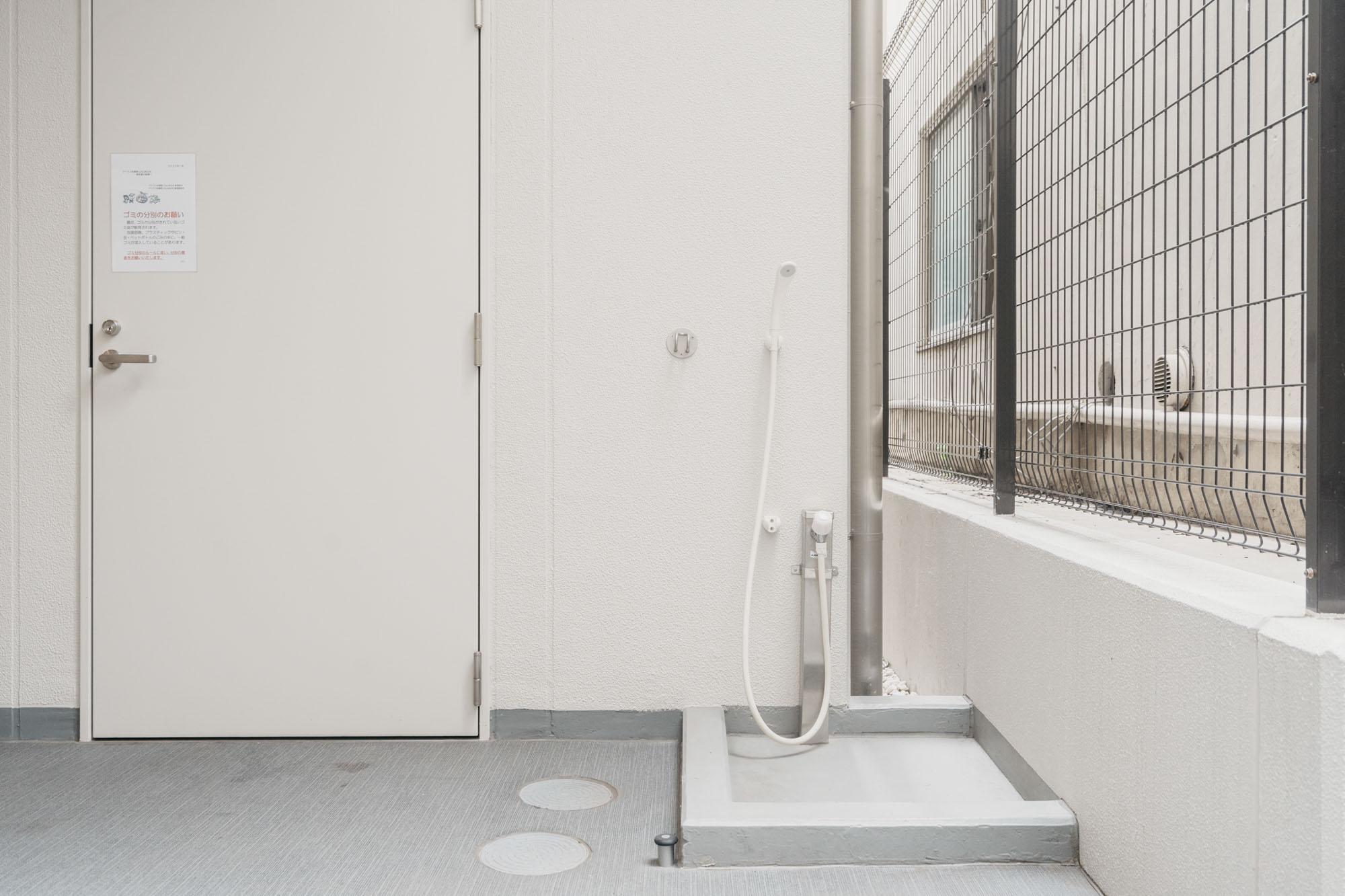 そしてこのマンション、ペットOKなのが嬉しいです!共用部にはワンちゃん用の足洗い場も整備されていました。