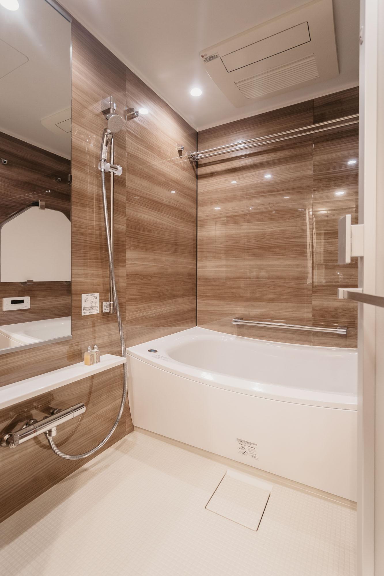 浴槽もとても広いですね。ゆったりとくつろげそう。