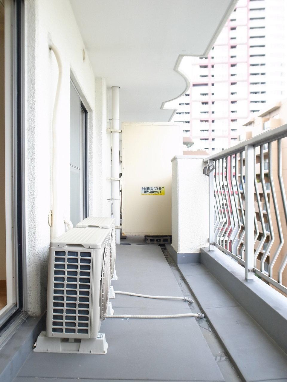 2部屋分の幅がある広いベランダ。洗濯物を干すだけじゃもったいない!ベランダガーデニングにチャレンジするチャンスです!