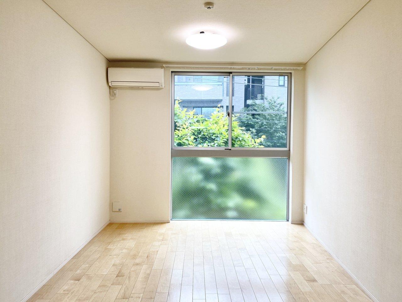 さて、三鷹のおすすめ物件はこちらの1LDKのお部屋。2階がリビング、3階が寝室、とメゾネットタイプになっています。