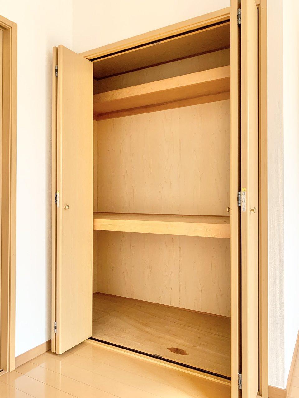 洋室にある収納スペースは大容量!一人暮らしをするイメージがムクムクわいてきました。