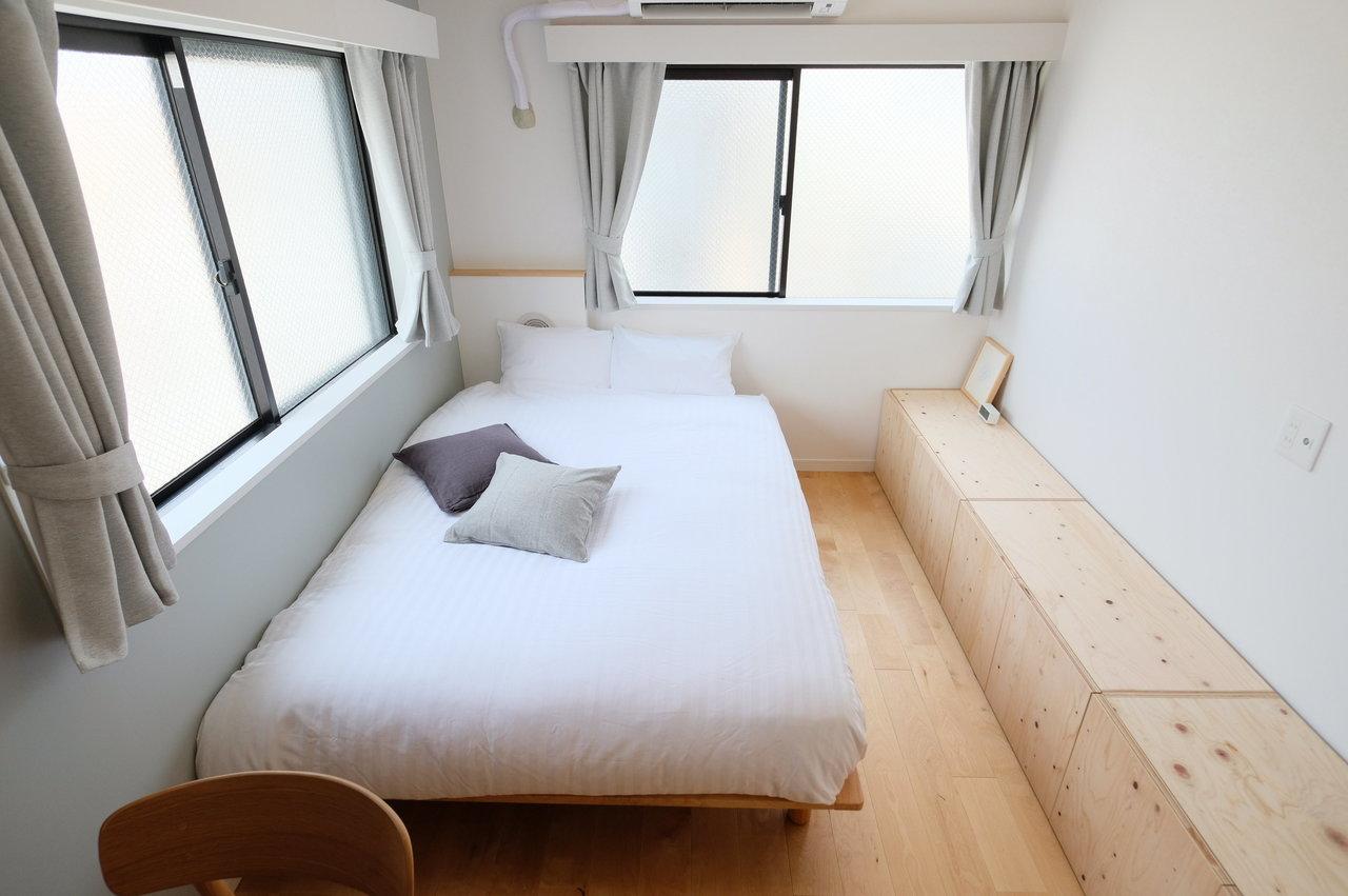 無印良品のダブルベッドで、二人入居にも対応。