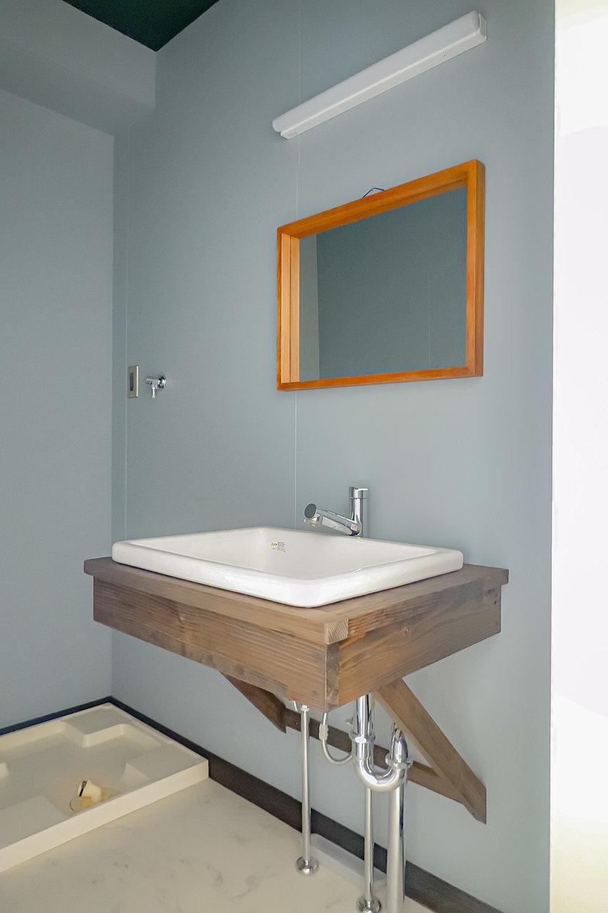 独立洗面台も無駄を省いたシンプルなデザインで、とってもおしゃれです。