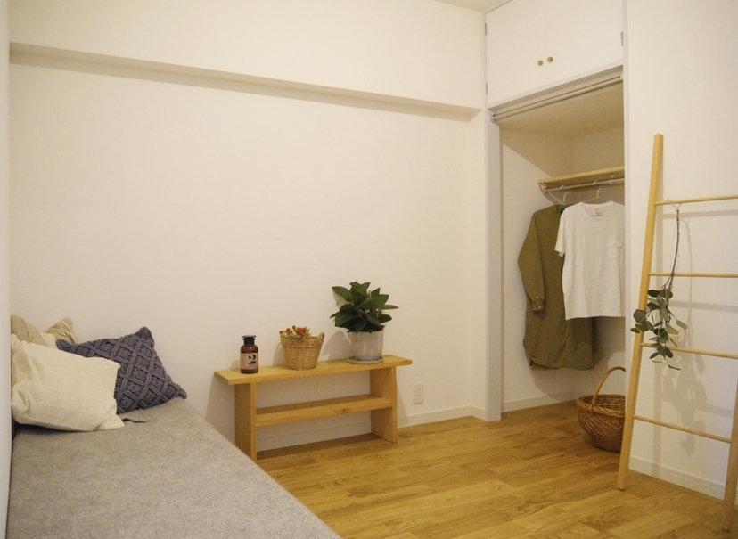 4.5畳の洋室には、オープンクローゼットが。子どもが大きくなったら一人部屋に使わせてあげましょう。