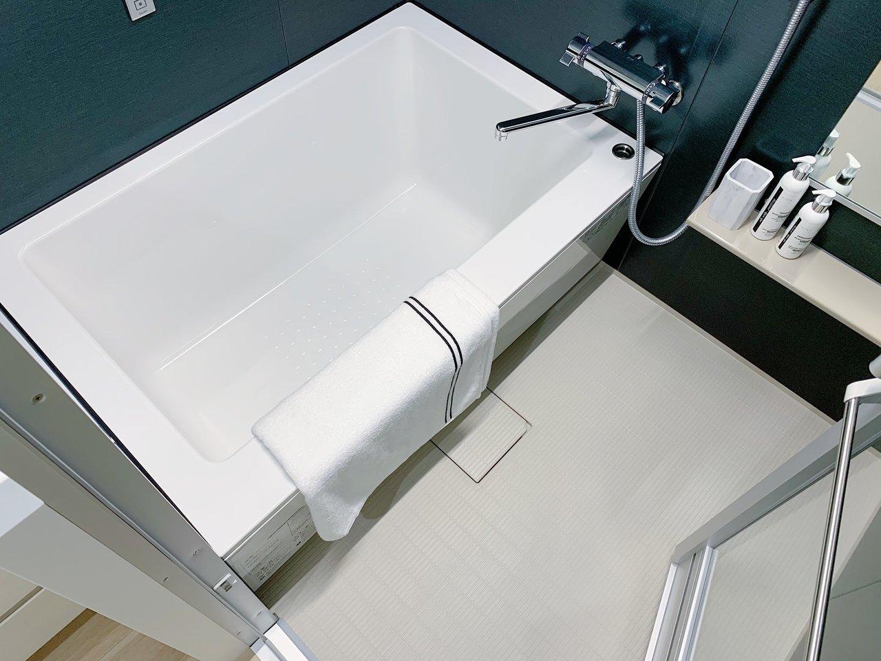 さすが新築。お風呂や洗面台など、水まわりの設備もデザインが良く、充実していますよ。