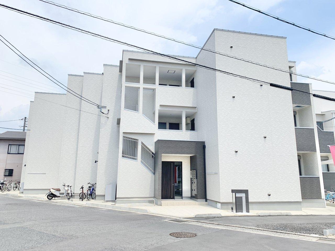 2018年築とまだまだ新しく、スタイリッシュな外観のアパートです。