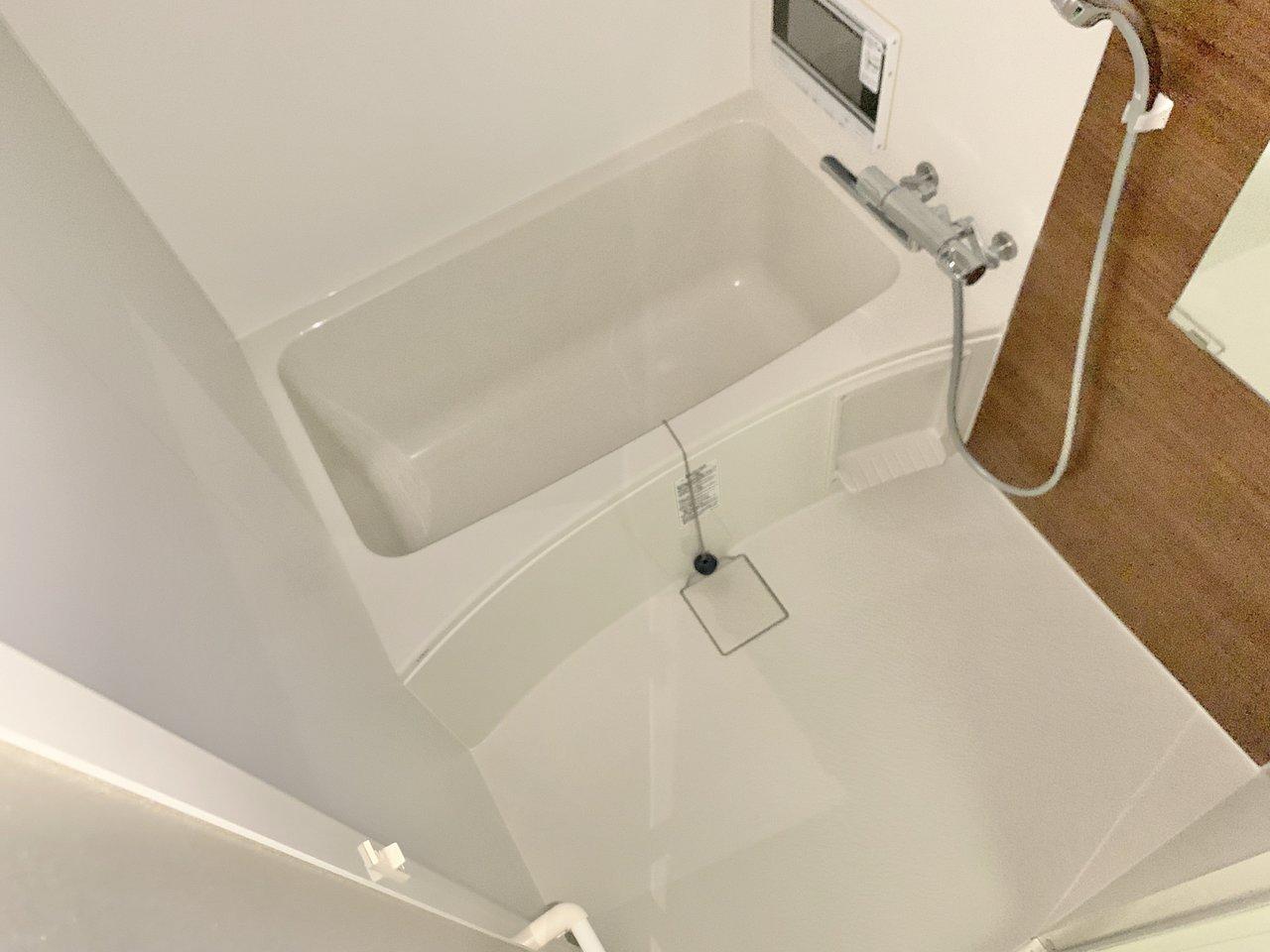 小さなお部屋だけど、ガス2口のキッチン、独立洗面台など設備も充実。きわめつけは、テレビつきのお風呂です!ゆっくり、疲れを癒せそう。