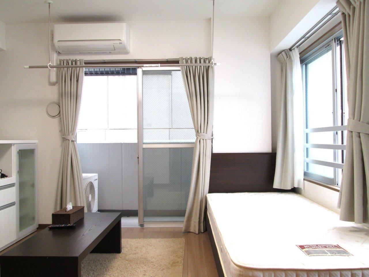 両国駅から徒歩4分。大江戸線、中央総武線の走る両国駅はどこへ行くにも便利な立地。ここに7畳1Kの家具家電付き賃貸がありました。