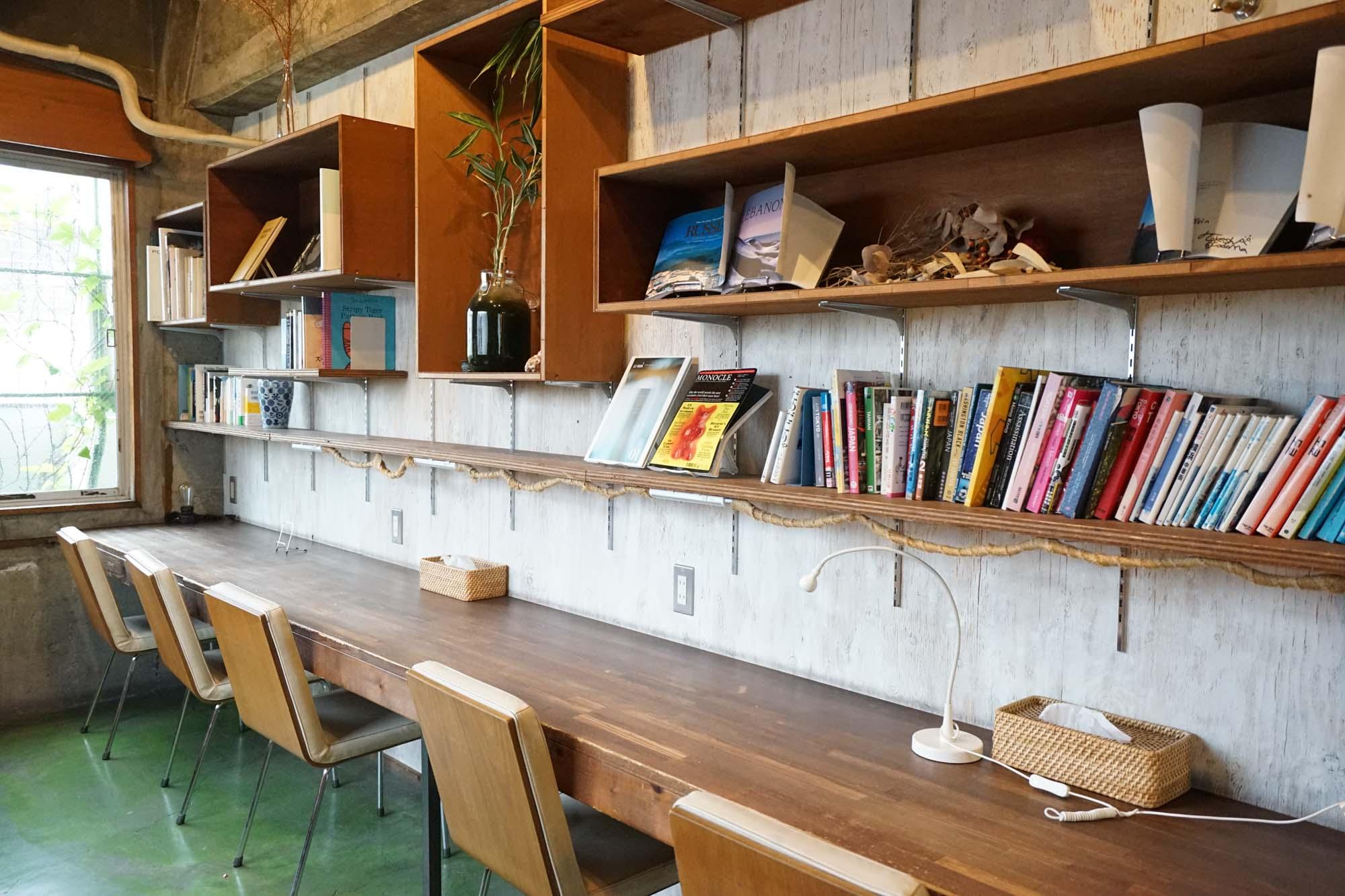 宿泊者専用スペースなので、1階のカフェがいっぱいだったり、集中したい時、落ち着いて利用できそうです。