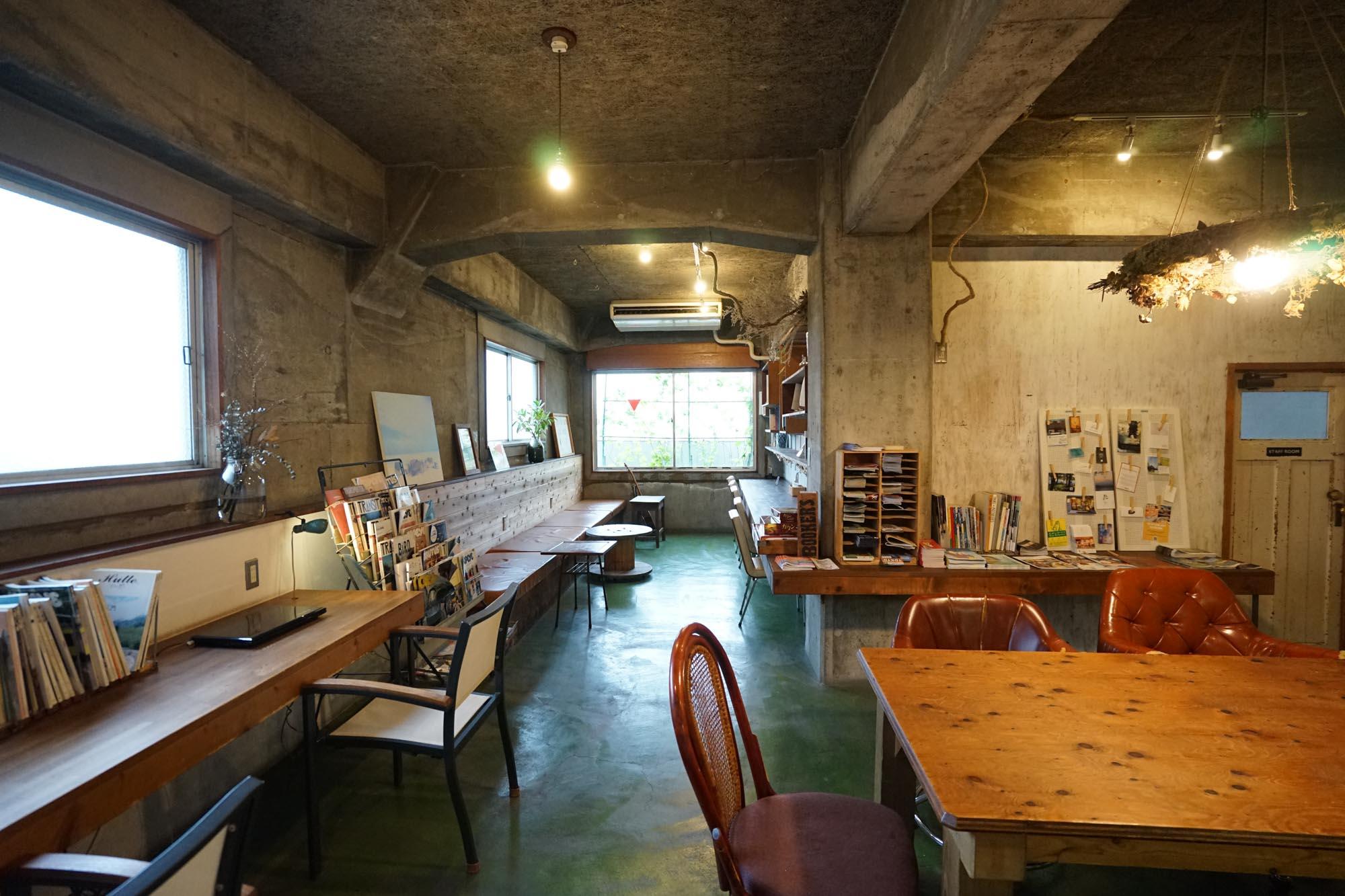 6階にある宿泊者専用のキッチン&ライブラリーは大充実のスペース。