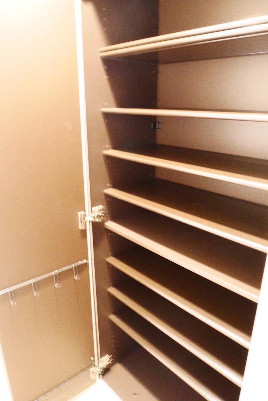 靴棚も広々。人よりも靴が多めという方にぴったり。