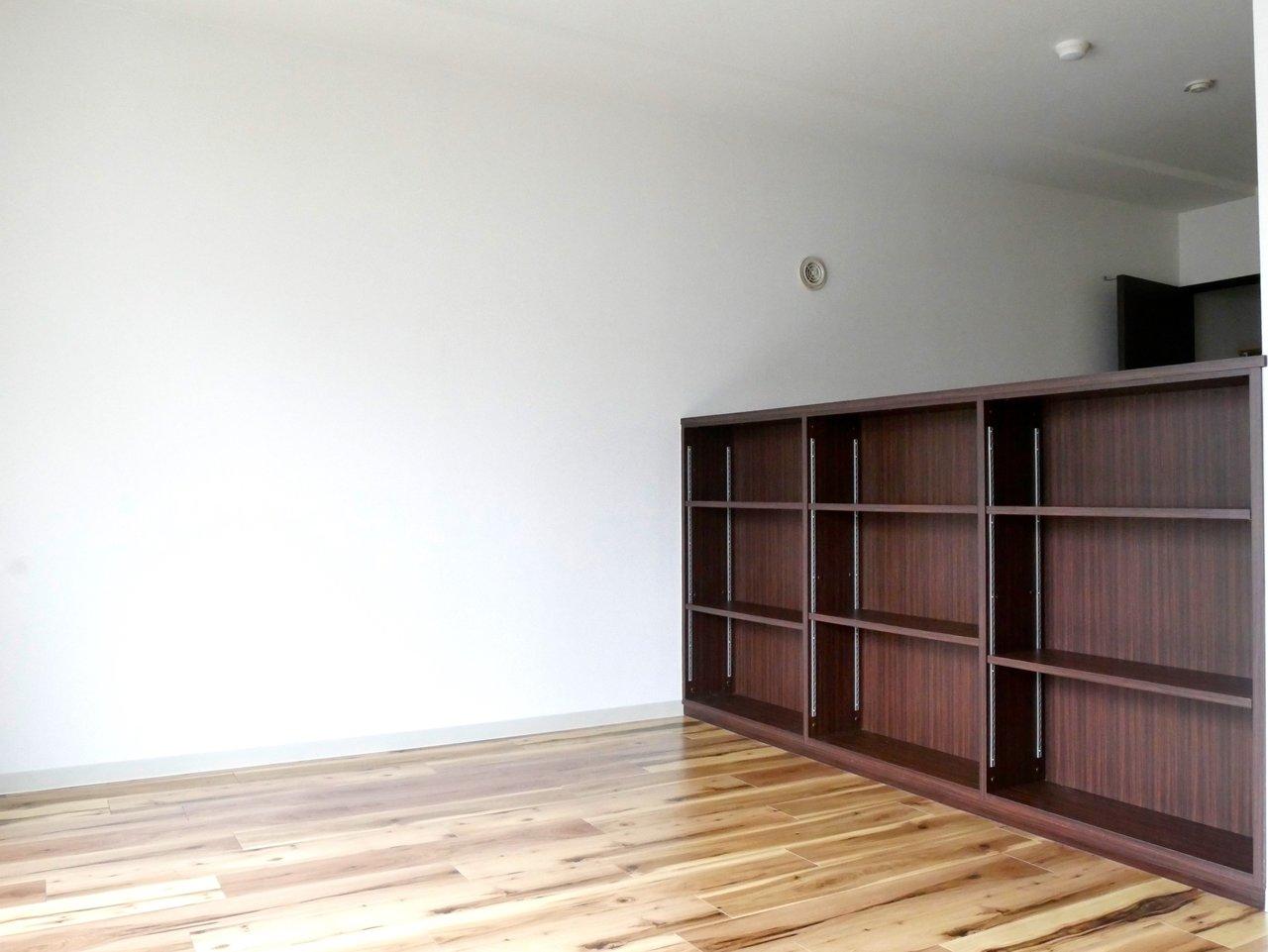 このように空間が仕切られています。仕切られてはいるけれど、天井部分はつながっているので、開放感が感じられる造りになっています。