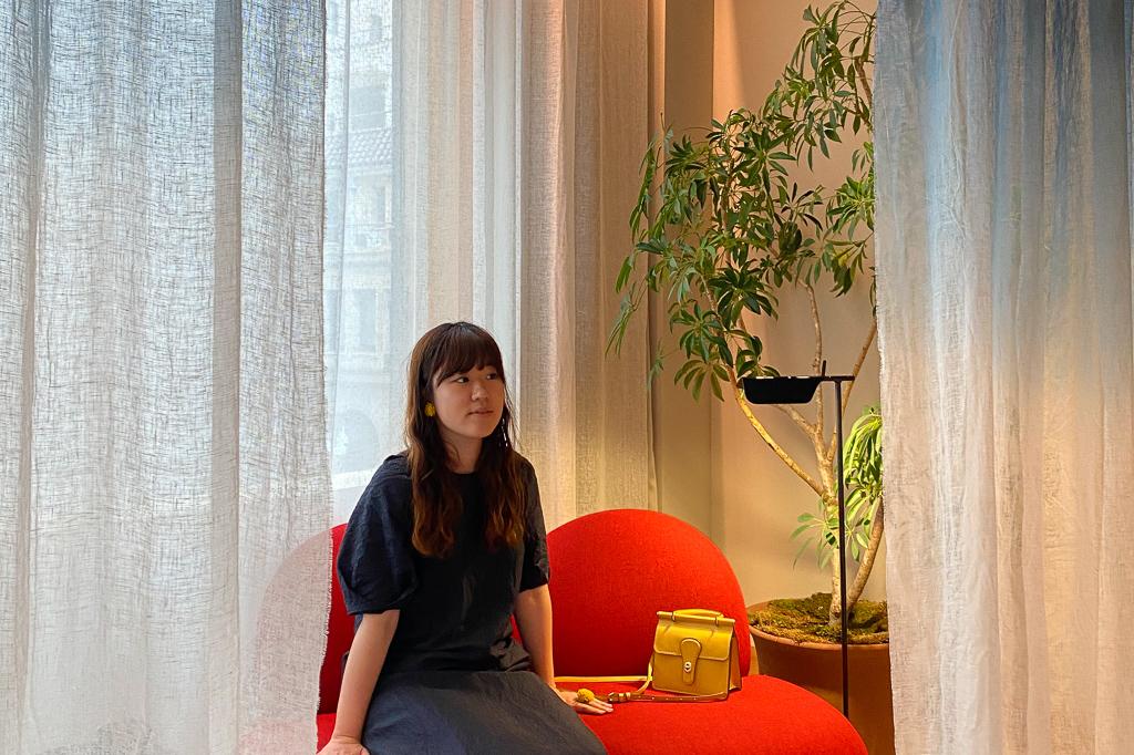 東京都練馬区の実家を拠点として、土日は実家、平日は都内でホテルステイをして暮らす28歳女性。2019年3月よりホテルステイをスタート。運営する「ひとり時間を楽しむ」をコンセプトにしたInstagramアカウントのフォロワー(@ohitorigram)は、現在1.7万人を超える。